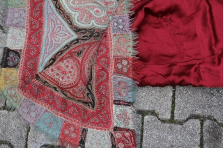 Cashmere scarf India 19th century sings of age and wear. SIZE: 196x171cm