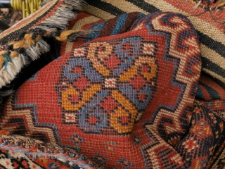 Special offer! small Luri or Qashqai bag in good condition, with natural colors. The color change in the yellow of the endless knot is due to abrash (see picture backside).  56 x 49  ...