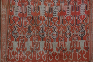 Pua. Ikat ceremonial blanket from the Iban Peolple of Borneo Island, decorated with anthropomorphic figures symmetrically depicted on the textile. This ikat pua was collected on the field in the early Seventies  ...