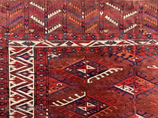 This is a very good and collectable Yomut 'dyrnak gul' carpet with excellent natural colours and a lovely use of green in several of the guls. The carpet is complete with no  ...