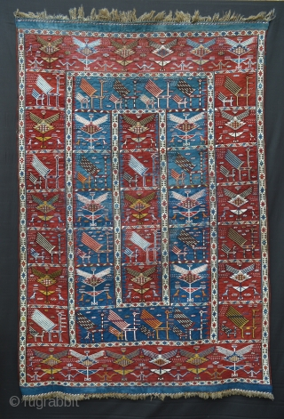 Fantastic rare Baku Zili in very good condition showing handsome stylised peacocks.
