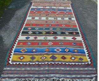 "Stunning Qashqa'i Kilim in very good overall condition - 2.82 x 1.40m (9' 3"" x 4' 7"")."