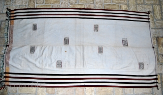 Nagaland. Just in from Burma this lovely white Naga blanket. In good condition, one stain. Cm 92x172.