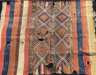 Yet one more Anatolian tribal culture cuval. Cm 120x156. 1880/90sh as we can see from the presence of the fuchsine. Wool, cotton and even some metal thread. Great colors. Condition issues as  ...
