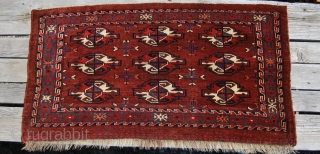 Yomut cuval. Cm 60x112. Late 19th century. Natural dyes. 9 gul pattern. Great insect border. Drawing looks very precise. Good condition. I thought pics of the back very much clearer, so you'll  ...