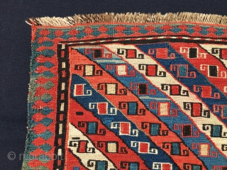Shahsavan sumack bag face. Cm 47x47. Late 19th c. Main field with diagonal stripes filled with small rectangles of different colors, each with two hooks. The main border is in a counter  ...