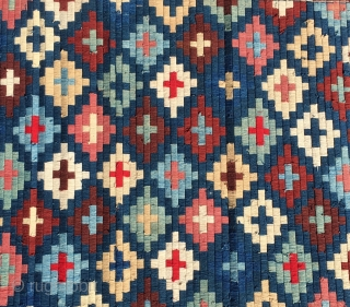 Burma. Kammavaca Buddhist holy wooden book wrapping cloth. Cm 56x59. This colorful textile is made of 55 bamboo tiny laths wrapped by very thin threads forming a double cross pattern. The palm  ...