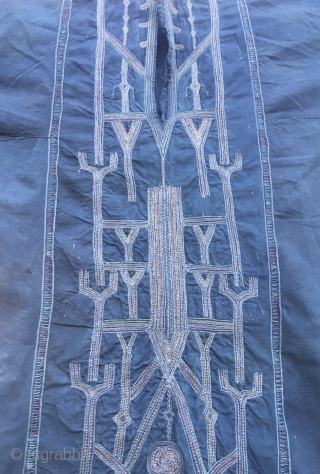 Yemeni dress/aba. Cm 214x114. Early 20th c, probably 1920/1930sh. Wonderful indigo blue still deeply saturated. Cotton and metal thread embroidery. In very good condition.