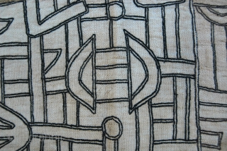 Bushong raffia skirt panel. Cm 57x80. Congo. Mid 20th century. Stained, torn, but beautiful. Mount it and hang it in your sitting room, it will look like a Keith Haring painting! Ask  ...