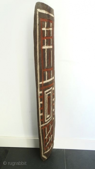 Papua New Guinea Cult house engraved wooden panel. Cm 145/56 in ca. Field collected mid 20th century by a Dutch collector in the Sepik river area mountains. Very hard wood, clay and  ...