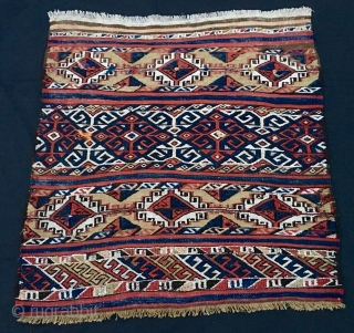 Anatolian ala cuval. Cm 82x84. Early 20th century. Can't decide whether it's a Malatya or, as somebody said, Turkmen from Bergama/Balikesir area, or what? Any opinion? It's a very nice, proportioned bag  ...