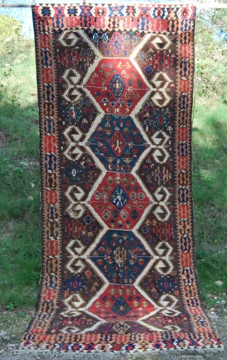 Western Anatolia, Aydin Cine kilim. Cm 145x340 ca. End 19th, early 20th c. Great ram horn medallions in glorious madder red and fantastic green. Oxidized brown here and there. More pics on  ...