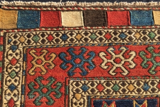Shahsavan sumack bag face. Cm 54x60. Great pattern, great age, great colors. Lovely center with dark blue background, the ceiling of nomads. Well drawn, well proportioned, well preserved.