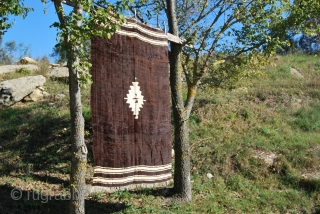 Navajo? Nooo. It's a Siirt goat hair blanket from Eastern Anatolia. Cm 160x110 ca. First half 20th century. Cotton, sheep wool and goat hair. In good condition. Looks like a modern painting,  ...
