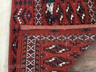 Beautiful Turkmen Yomut 16 gul festival cuval with tassels in mint condition. Cm 68x110, cm 142x110 open. Got it from a Turkish collector. Trying to get the second one in order to  ...