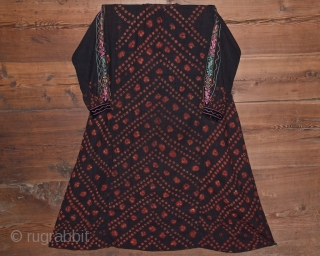 Silk plunge dress from central Syria. Late XIX. Good condition