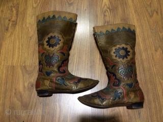 19th cent Uzbek leather boots. Beautiful colours, rare piece.