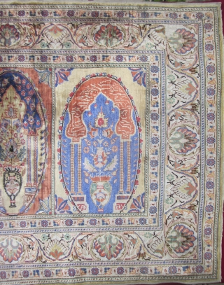 Old turkish silk carpet. 96 cm x 67 cm Very fine.around 49 knots per square centimeter