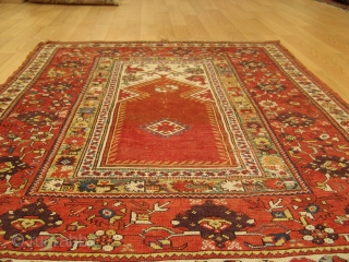 Kız Milas circa 1860. Rare Antique Carpet in original condition. Size 168 cm x 118 cm.