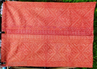 Vintage Moroccan Fez embroidery, two shades of silk on linen. Minor marking to reverse side: see photos. Fabric in good, stable, usable condition or ready for display. Size 4ft x 3ft 122cm x  ...