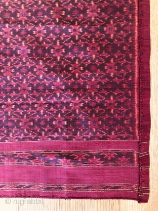 Antique Cambodian Silk Ikat Samphot. Lovely piece with star design dating to the 1st quarter of the 20th century. Lovely colours and condition. See images. 200x83 c.