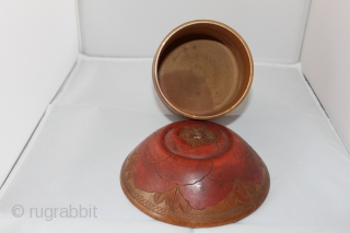 Antique hand carved in wood winding box of the 19th century, natural colors size 0.18cm / 0.14cm