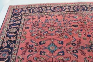Persischer Mahal, antique, ca. 370 x 283 cm  Schöner rosefarbener Kolorit!  Ordentlicher Gesamtzustand mit Alters- und Gebrauchsspuren, teilweise niedriger Flor.  ACHTUNG! Letztes Foto ist die RÜCKSEITE des Teppichs!  Vor 1990 aus Persien nach Europa importiert!