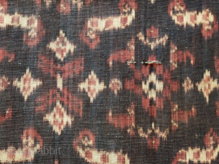 Flores sémba men's shouldercloth  Indonesia, Flores, Ende; 1920 – 1940  Technique: Handspun cotton, natural dyes, warp ikat  This is an unusual and rare large textile made up of two long panels joined together along the  ...