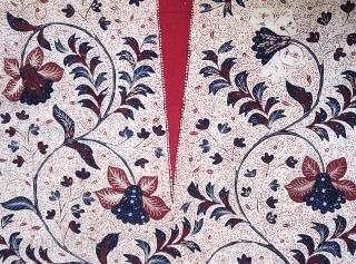 Java | Early 20th C Hand-Drawn Batik Breast Wrapper (Kemben)  Indonesia Java, Banyumas, 1920 – 1940  Commercial cotton, natural dyes, hand-drawn batik (tulis)  A graphic breast wrapper (kemben) hand-drawn with a distinctive batik pattern in  ...