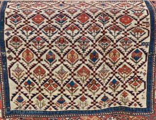 Daghestan prayer rug. 117cm x 109cm. Late 19.th century, low pile.