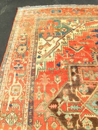 Decorative 9'x10' Antique Persian Serapi Oriental Rug.