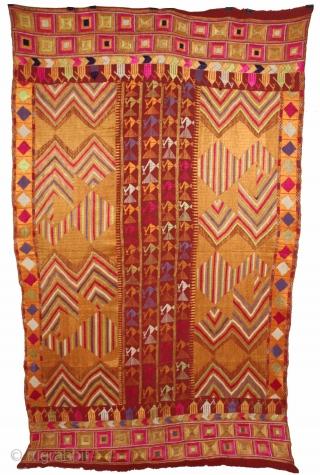 Sarpallu Phulkari from East (Punjab)India called As Sarpallu(Patang Design).Proper Samalsar, kotkapura of Punjab India.One of the rare design in Indian Phulkari.(DSL02180).