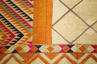 Phulkari from West(Pakistan)Punjab India Called As Rare Chand Bagh.Rare Lahariya Panchrangi Pallu with Panchrangi Borders.Rare Design.Extremely Fine Phulkari.(DSL01760).
