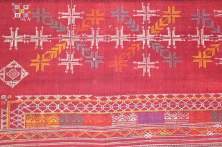 Odhani from Shekhawati wool shawl Distic of Rajasthan India.Hand embroidery ethnic folk handloom handmade old rare shawl.Its size is 142cm x 192cm.About the Condition Some original repairs.(DSL01860).