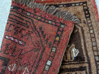 Very interesting Turkmen rug, possibly a sample or catalogue piece. 2ft x 2ft or 61 x 61cm. Silk highlights in two colors (pink and orange) and cotton highlights. It has goat hair  ...