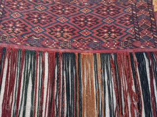 Ersari flatweave torba with original back and most tassles in place. 1ft4in x 3ft8in. Overall good condition with floppy handle. I didn't clean this piece but has a little dirt around the  ...