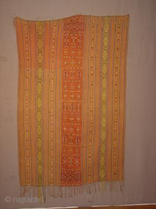 timor, amanatum, oinlasi, antique (80 y old)  man.s cloth, beti sabuna red middle part in sungkit technique . minimal faint staining, See M. Gittinger, Splendid Symbols, Washington 1979, p. 178 108x172cm 3.6x5.7ft without the fringes