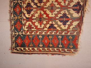 the oldest youmud asmalyk I have seen !  around 1800 ??? Even in rippon and boswell not a comparable to be seen! impressive grahics and natural colors, it has a tear  ...