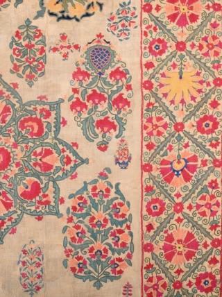 Small Uzbek Suzani circa 1800 size 111x156 cm