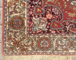 Persian Ispahan Rug size 143x215 cm in good condition