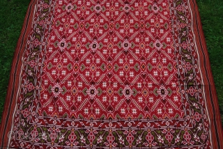 Antique patola fragment, 19th, double ikat in silk, Gujarat/India, c. 110 x 300 cm, condition issues, several tears, partially sewn together, holes