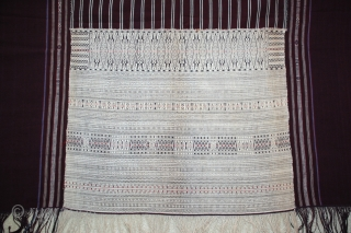 Ceremonial ulos ragidup dowry textile and protective cotton cloth. Tightly woven in sections. Very good condition. Sumatra, Indonesia early 1900s.