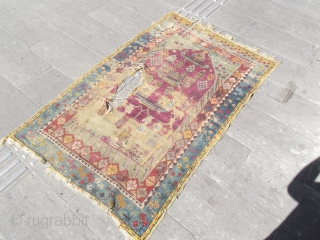 size : 100 x 165  middle Anatolia Kırşehir region (Mucur)  prayer. late 19th century   (cochineal)