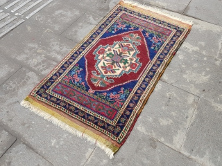 Size : 55 x 90 (cm) 