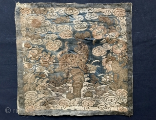 A beautiful Antique imperial Chinese silk Rank badge from Qing / Ching / Tsing dynasty. Although Ching dulynasty went on for four hundred years, this is possibly from 19th century, when most  ...