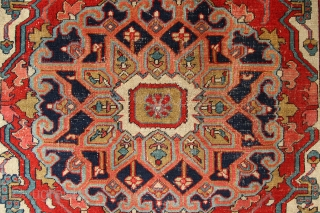 "Beautiful small antique Heriz rug 5'3"" x 6'11"" /160 x 210cm"
