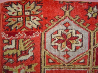 Unique Antique Central Anatolian vagireh yastik with Crivelli medallion. Probably first quarter 20th century