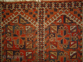 Antique Ersari Kizil Ayak Turkmen namazlyk, 19th century. Heavy wear as visible; sound foundation of wool and goat hair. 37 x 49 inches