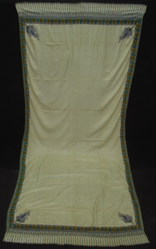 Dorukha Palledar shawl (Pashmina Wool)with Doranga Embroidery From Bengal, India.C.1870.Its size is 130cmX315cm. Good condition(DSC05467 New).