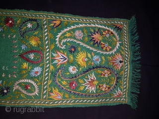 Delhi-work Mans stole, From Delhi India.C.1900. Pashmina with Silk Embroidery.Its size is 26cmX150cm. Good Condition.Please ask for more Detail Pictures (170218 New).